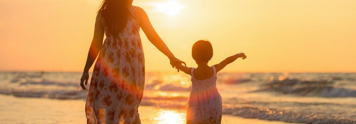 met kind in zee_pak de kans